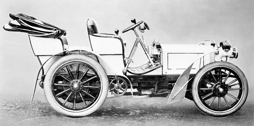Dieser 35 PS starke Mercedes ist 1900 als erstes modernes Automobil vorgefahren.