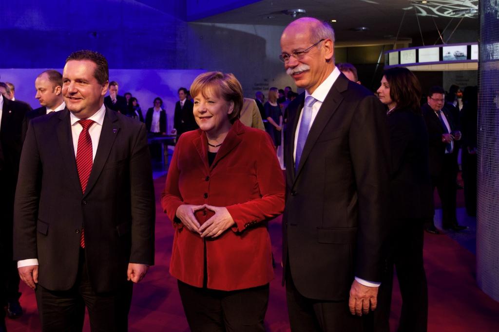 Dr. Dieter Zetsche, Vorsitzender des Vorstands der Daimler AG und Leiter von Mercedes-Benz Cars, Bundeskanzlerin Dr. Angela Merkel und Stefan Mappus, Ministerpräsident des Landes Baden-Württemberg beim Festakt zum 125. Geburtstag des Automobils