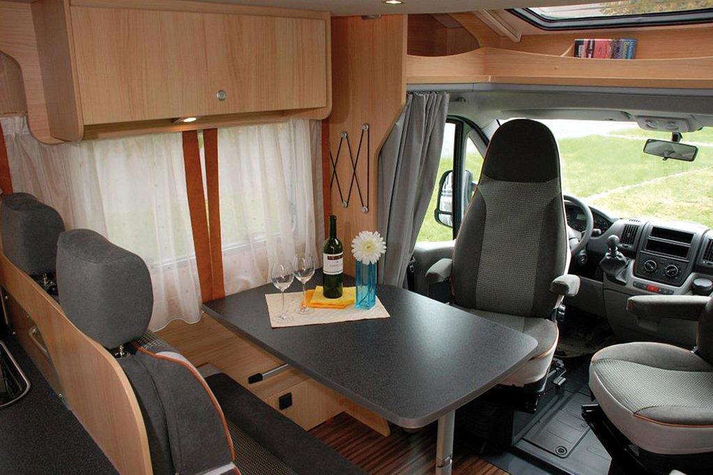 Drehbare Frontsitze erweitern das Platzangebot auf Raum für bis zu sechs Personen.