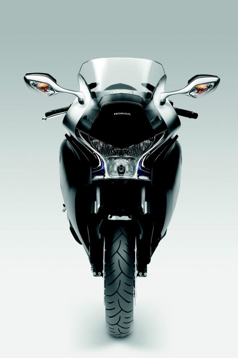 Fahrbericht Honda VFR 1200FD: Echte Technologieträger schalten selbst