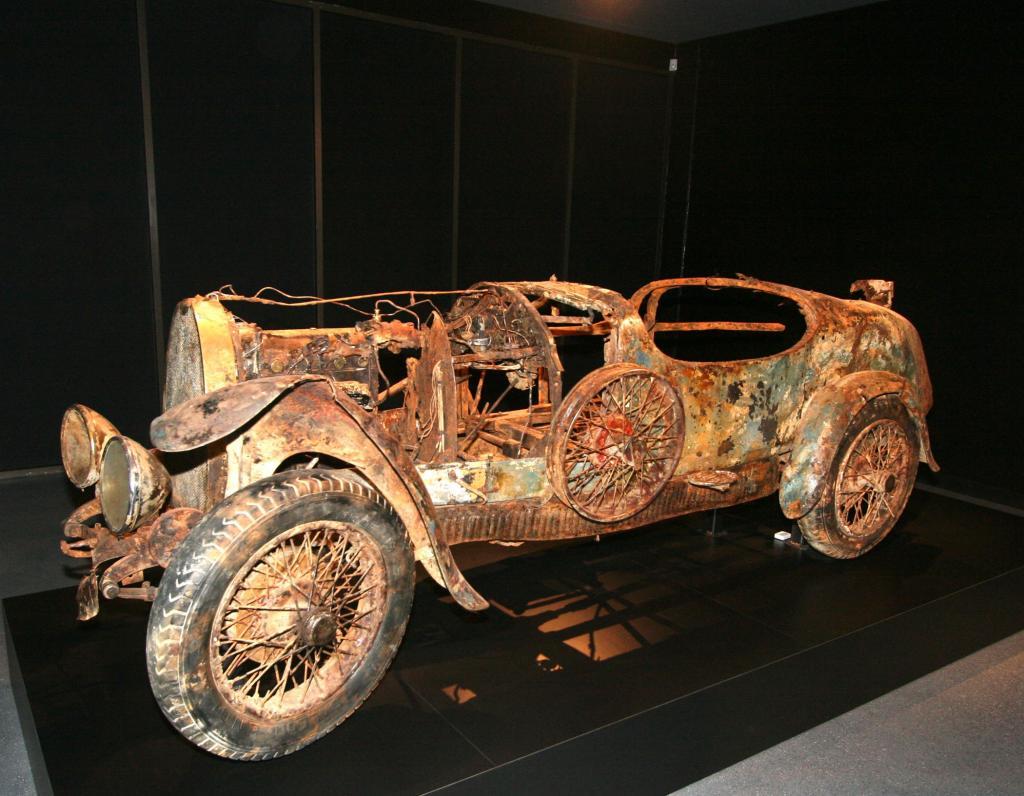 Faible für flotte Franzosen - dieser Bugatti wurde 2010 aus dem Lago Maggiore geborgen