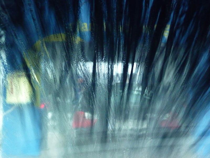 Frauen waschen ihr Auto wesentlich seltener als Männer