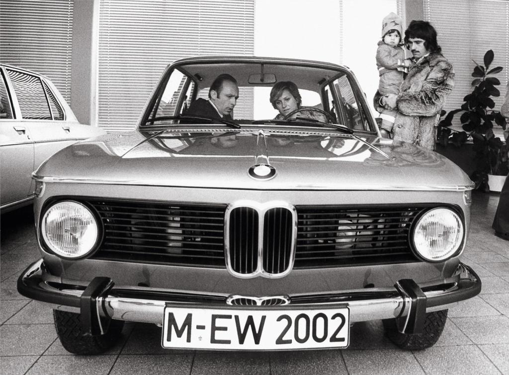 Fußballer Gerd Müller und sein BMW 2002