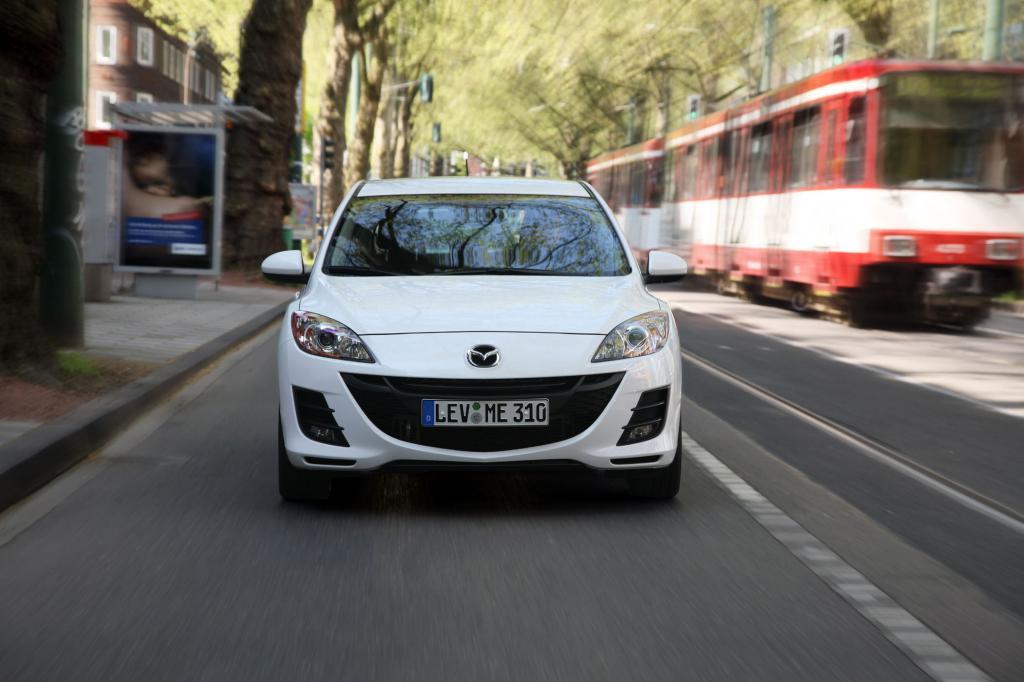 Große Lufteinlässe sorgen für sportliches Flair im Mazda3