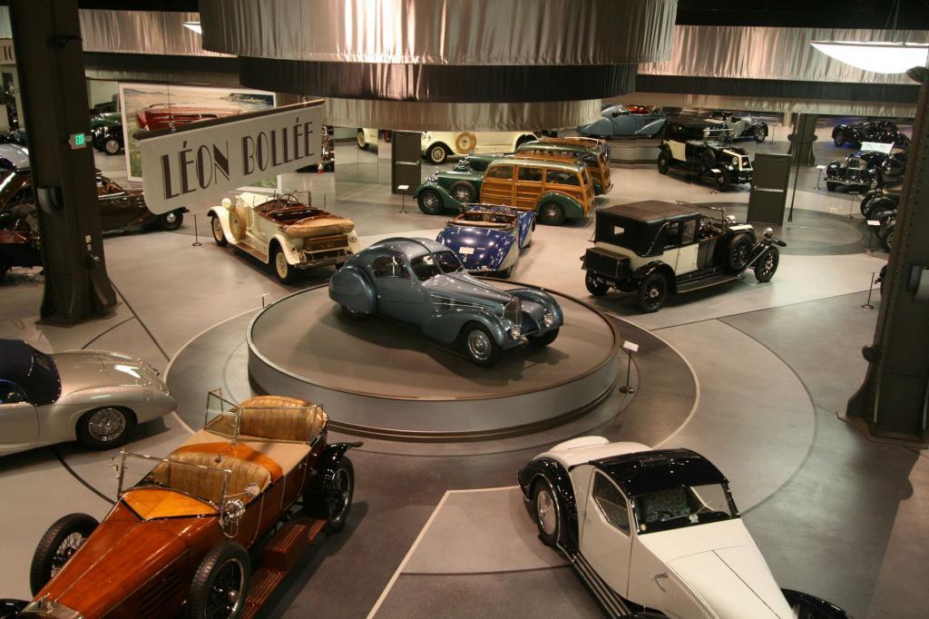 Im Mullin Automotive Museum in Oxnard vor den Toren von Los Angeles stehen mehr Bugatti und andere französische Schmuckstücke al