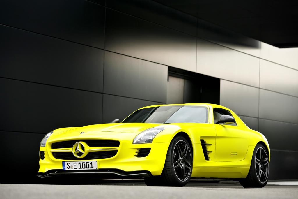 Kontrast: So sehen supermoderne Mercedes-Hochleistungssportwagen wie der Prototyp SLS AMG E-Cell mit reinem Elektroantrieb aus.