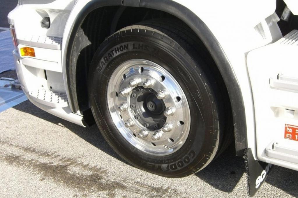 Lkw-Reifen: Runderneuerte bergen Einsparpotenzial
