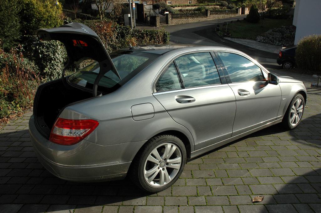 Mercedes C-Klasse: Ins Gepäckabteil passen immerhin noch 475 Liter hinein.