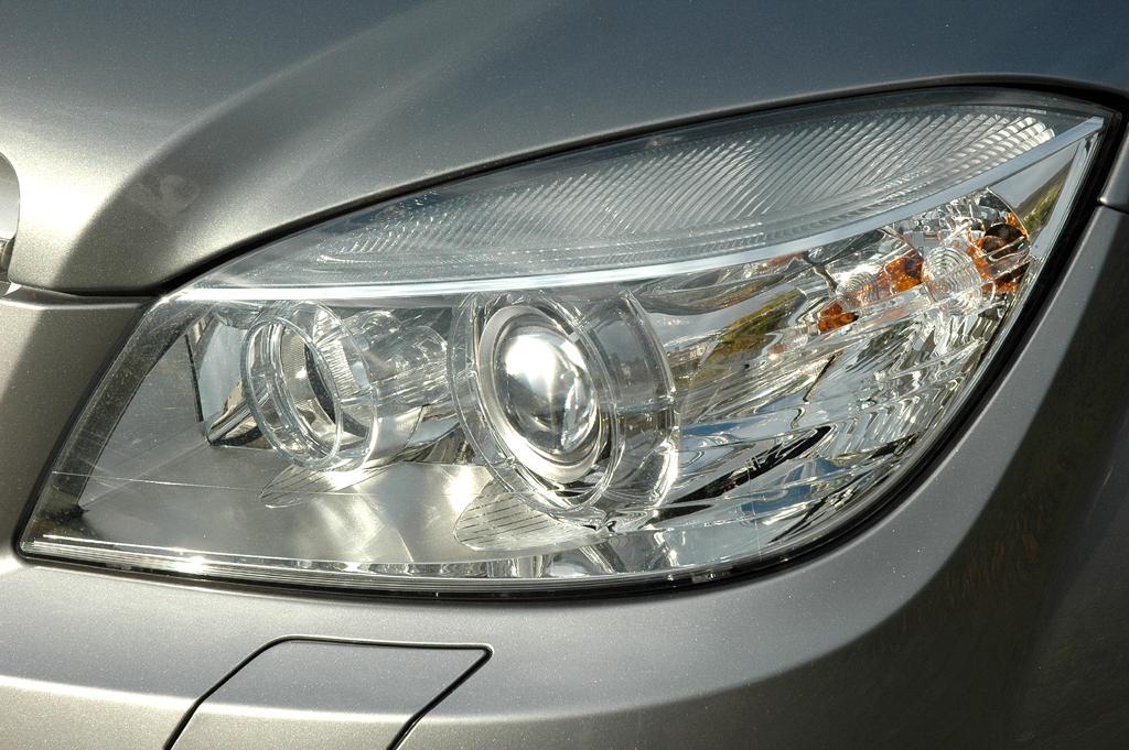 Mercedes C-Klasse: Moderne Leuchteinheit vorn.