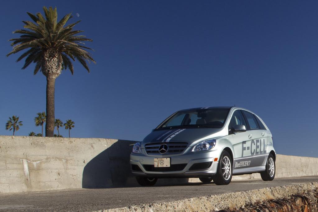 Mercedes übergibt B-Klasse F-Cell an Kunden