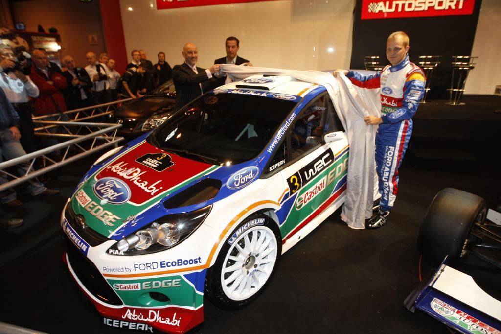 Mikko Hirvonen enthüllt den neuen Ford Fiesta RS WRC.