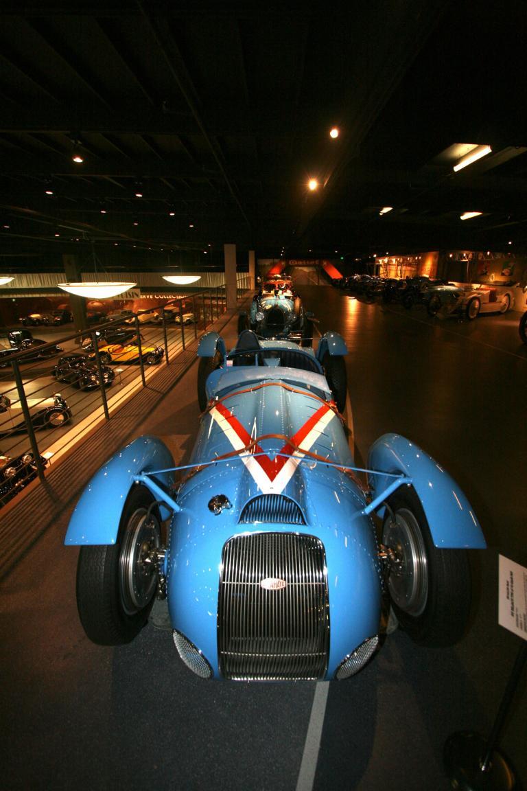 Mullin hat auch die komplette Startaufstellung eines Le Mans-Rennens aus den dreißiger Jahren aufgebaut