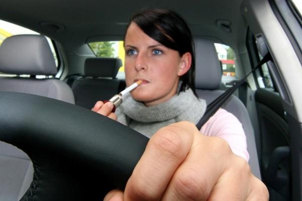 Rauchen am Steuer: 42 Prozent der Deutschen würden es am liebsten verbieten