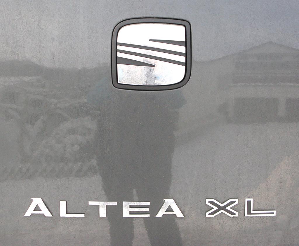 Seat Altea XL: Markenlogo auf der Heckklappe mit Modellschriftzug darunter.