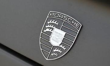 Seine Trikot-Nummer ist sogar auf dem Porsche-Logo zu sehen, Bild von: Chequered Flag International