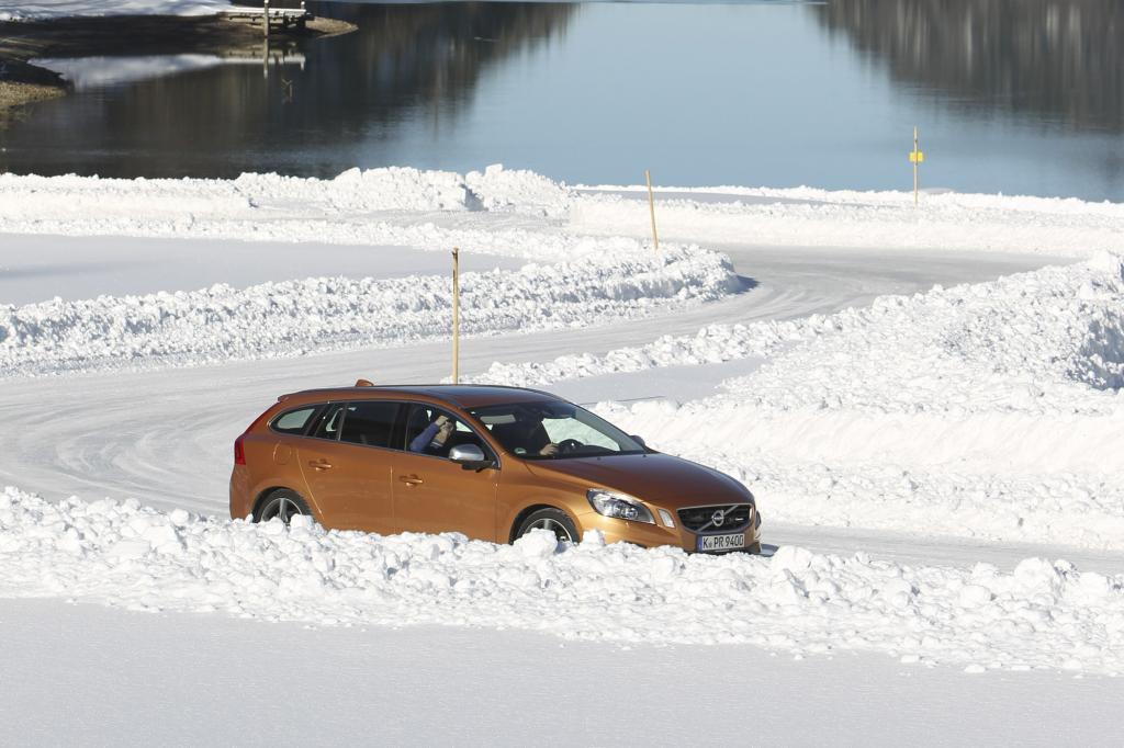 Selbst bei vorsichtiger Fahrweise auf Schnee spürt man, wie die Elektronik eingreift