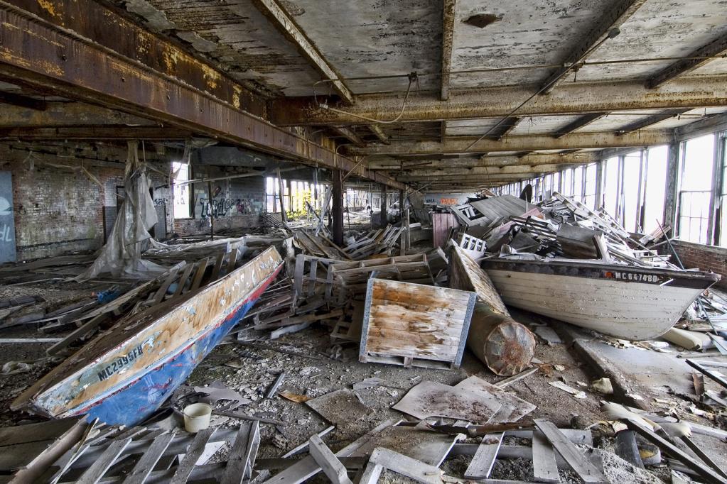 Stumme Zeugen des Verfalls: Wie die Autostadt Detroit stirbt