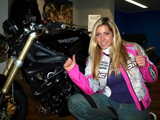 Triumph sponsert Stuntgirl Mai-Lin