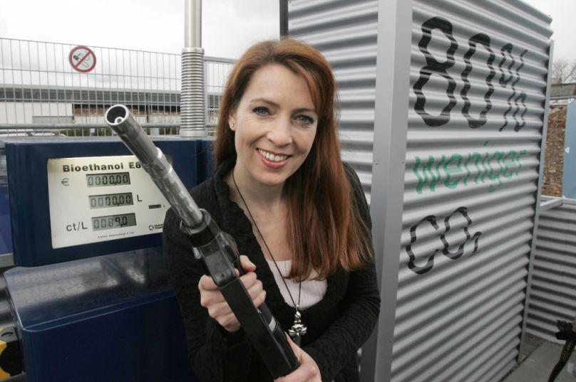 auto.de-Umfrage: 93% der Auto- & Motorradfahrer lehnen den Ökosprit E10 ab / Finanzminister freut sich über Einnahmen