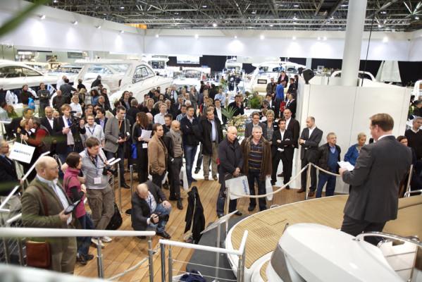 boot 2011: Bavaria präsentiert neue Motoryacht Sport 43 HT mit Synchronsteuerung