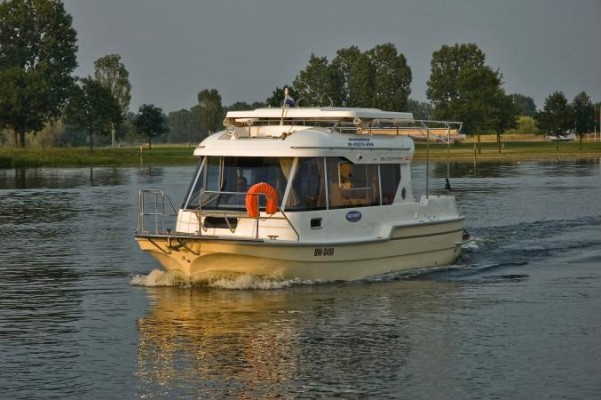 boot 2011: Inter-Yacht-West zeigt Hausboot SunCamper 30