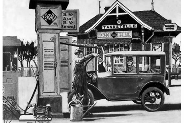 125 Jahre Automobil - Einmal volltanken bitte!