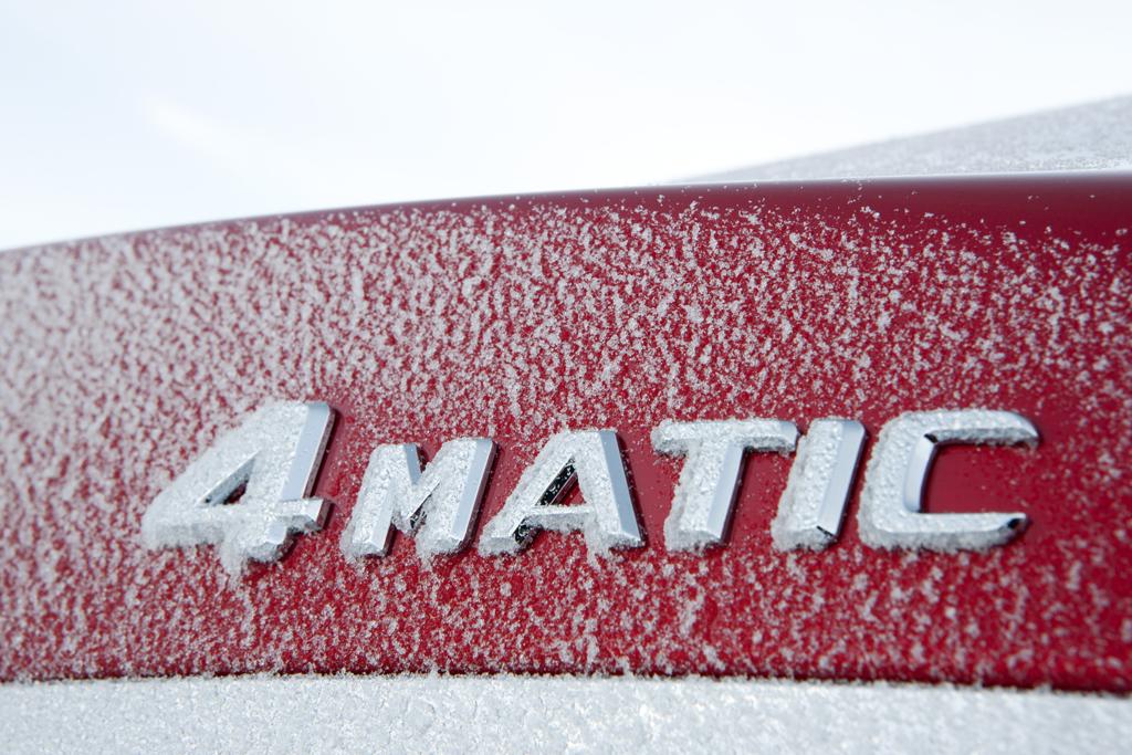 4Matic steht bei Mercedes für permanenten Allradantrieb mit variabler Momentenverteilung.
