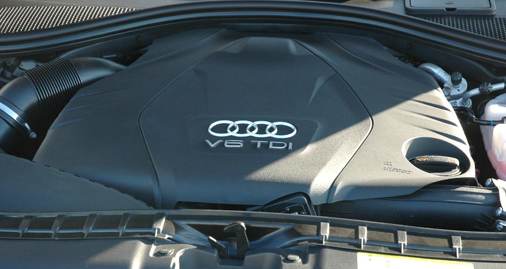 Audi A6: Blick unter die Motorhaube, hier beim Sechszylinder-Quattro-Diesel.