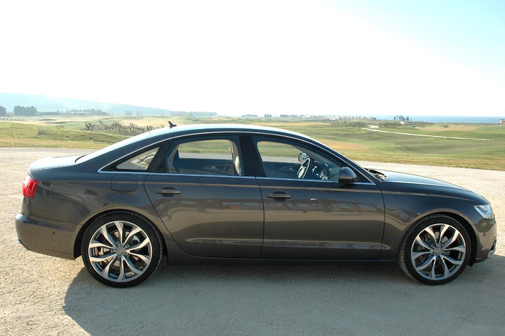 Audi A6: Die Limousine fährt etwas kürzer, flacher, breiter und mit längerem Radstand vor.