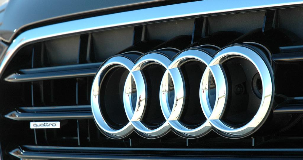 Audi A6: Die vier Markenringe sitzen im oberen Kühlergrill-Teil.