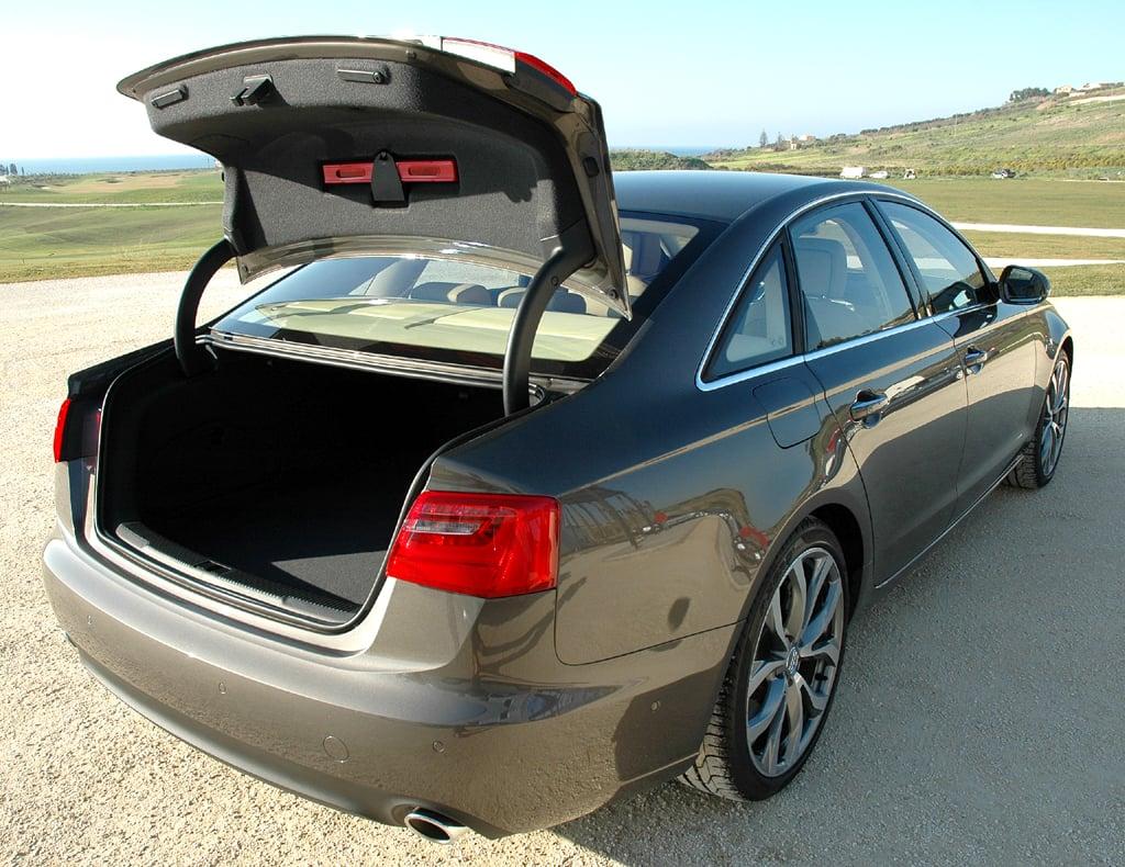 Audi A6: In den Kofferraum passen stattliche 530 Liter Gepäck hinein.