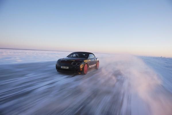 Bentley stellt Geschwindigkeitsrekord auf Eis auf