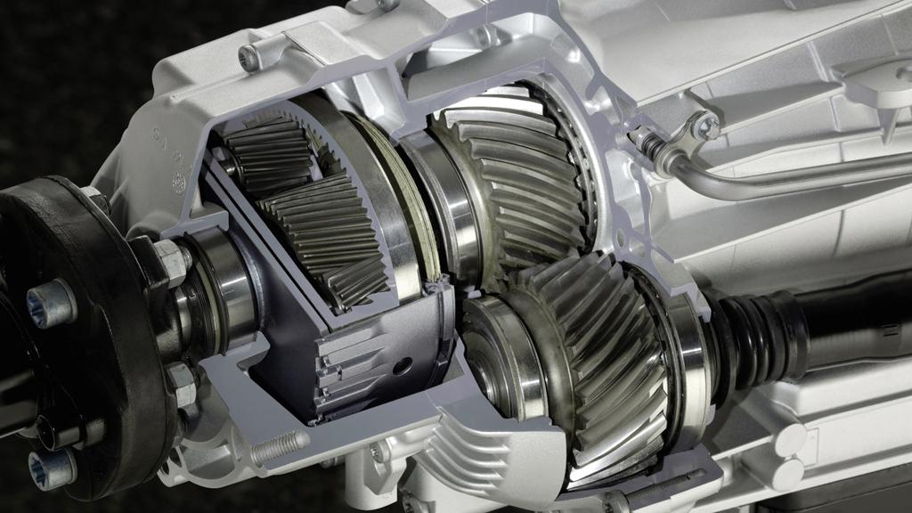 Blick in den Getriebestrang beim 4Matic-Permanentallrad von Mercedes.