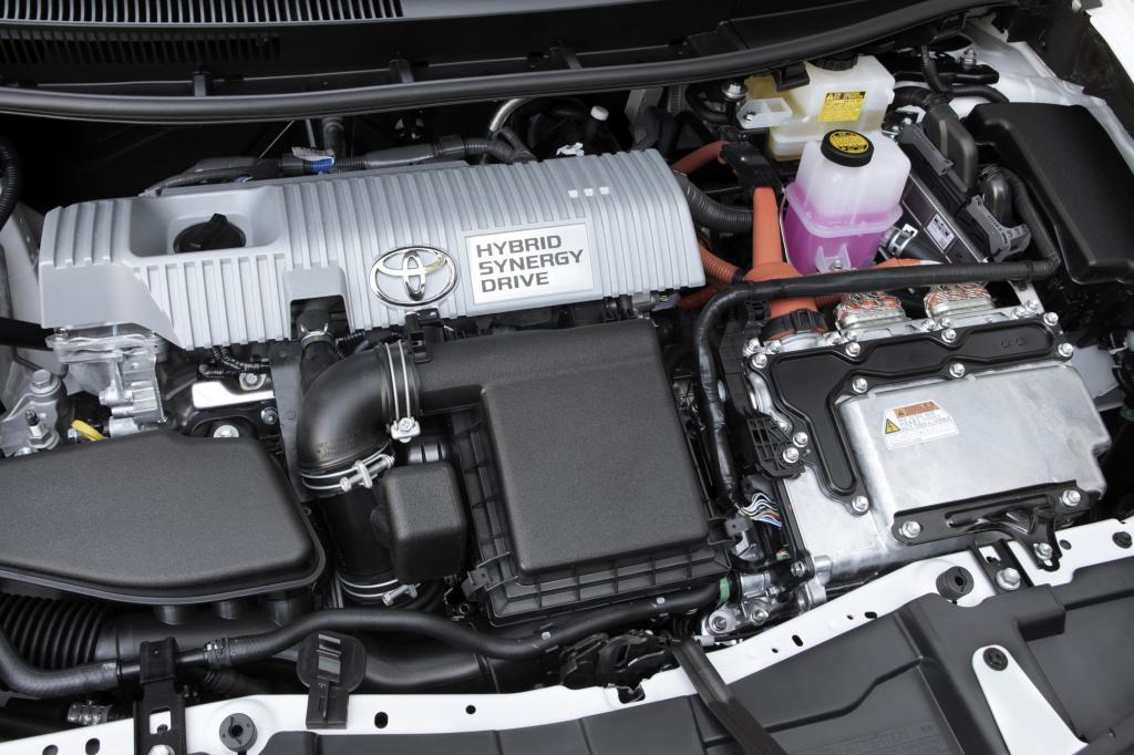 Der 1,8-Liter-Ottomotor leistet 73 kW/99 PS, der E-Motor 60 kW/82 PS