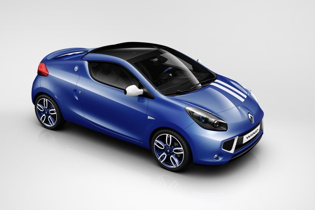 Der Coupé-Roadster erhält dann eine blaue Lackierung mit weißen Racing-Stripes und kleine Flügel an Front und Heck