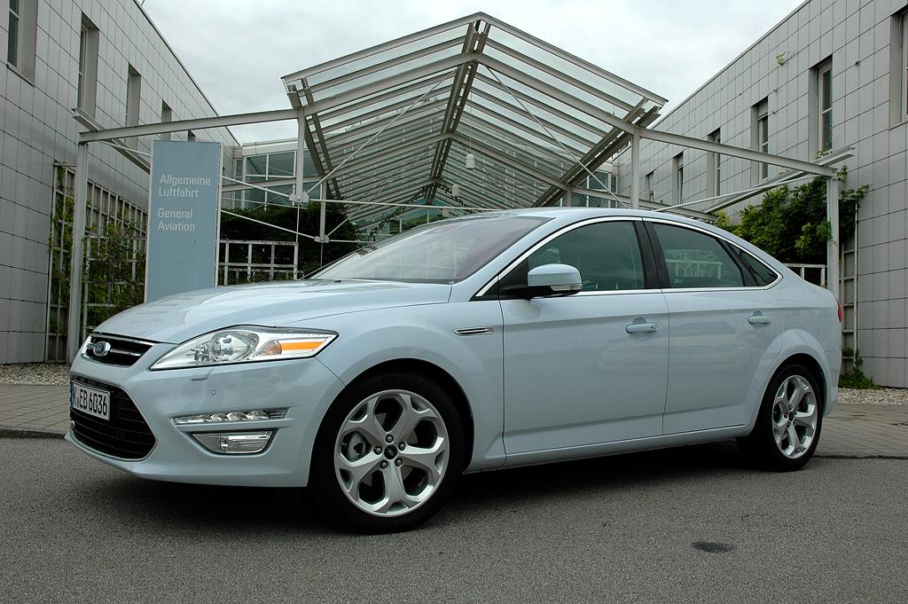 Der Mondeo, hier die Limousine, zählte zu den Produktneuheiten 2010 ...