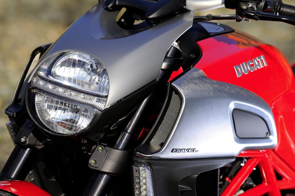 Der Teufel im Detail: die Front der Ducati Diavel.