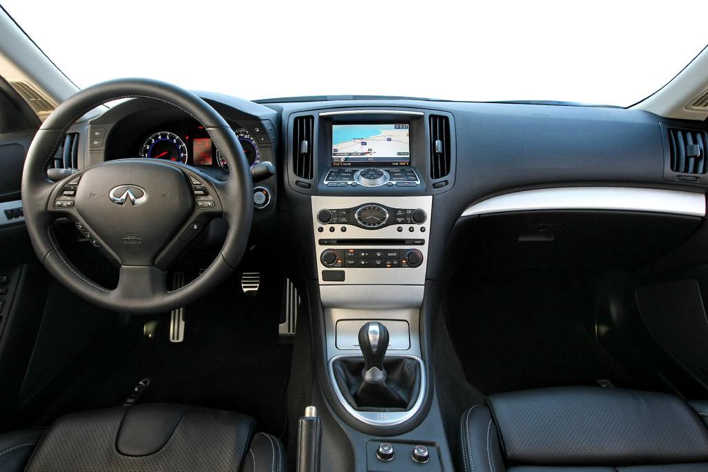 Der hochwertig gestaltete Innenraum braucht den direkten Vergleich mit deutschen Premium-Herstellern nicht zu scheuen.