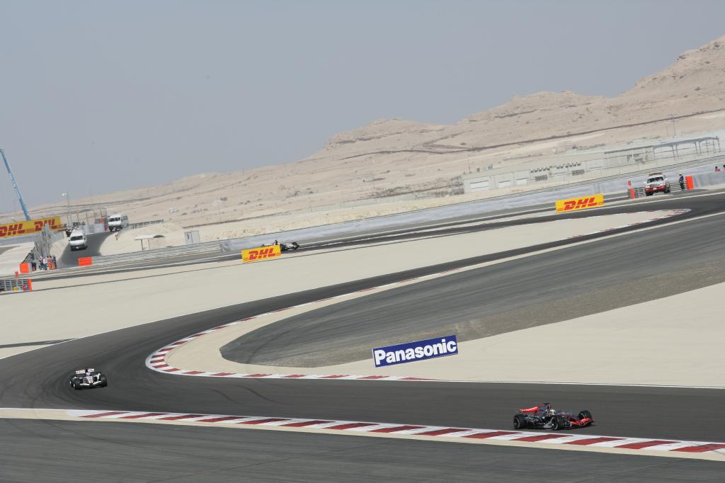 Die Formel-1-Strecke von Bahrain führt durch die Wüste.