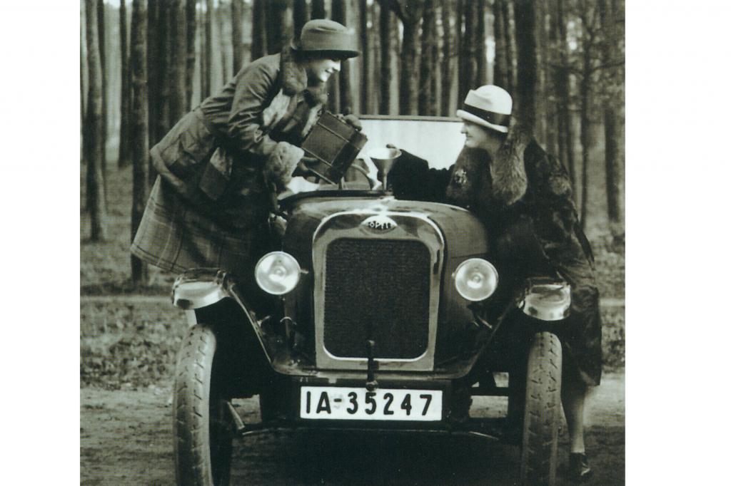 Die Kanisterbetankung bei Autos wie dem Opel Laubfrosch war nicht selten
