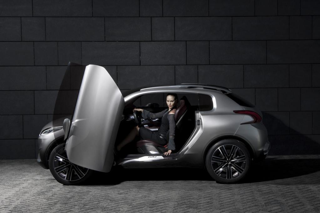 Die Studie Peugeot HR1 war bereits in Paris zu sehen.