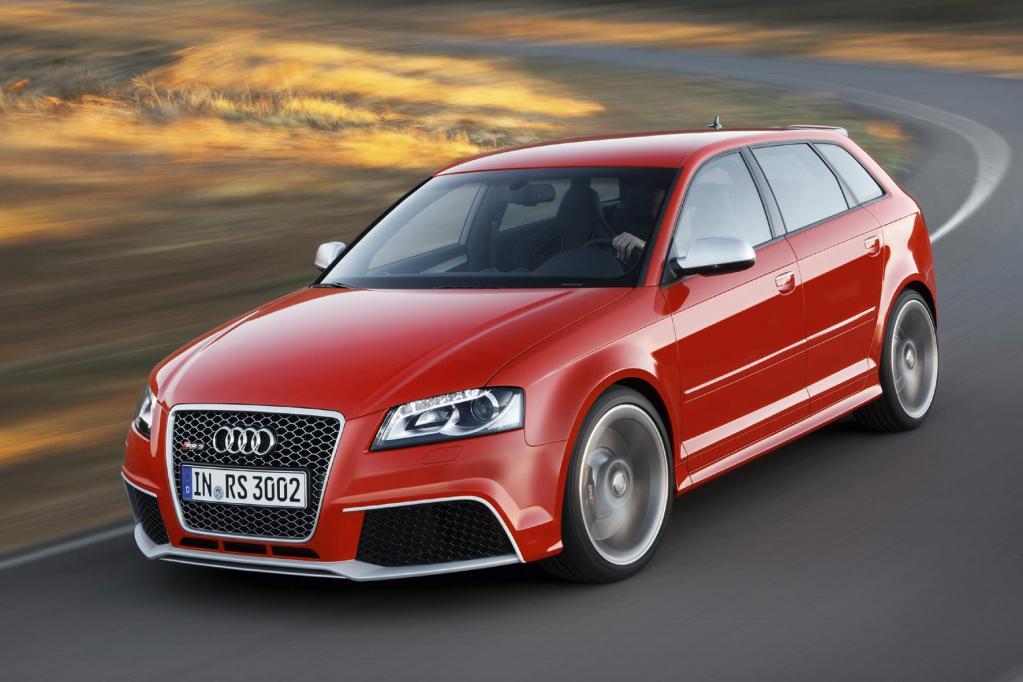 Die vorderen Kotflügel des Audi RS3 bestehen aus Karbon.
