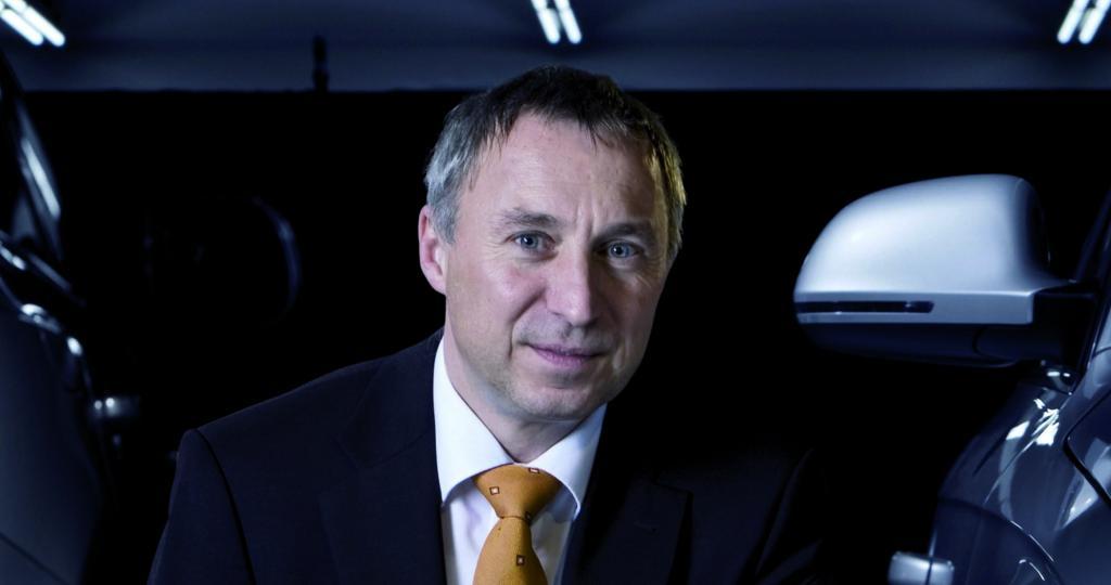 Dr. Wolfgang Huhn.