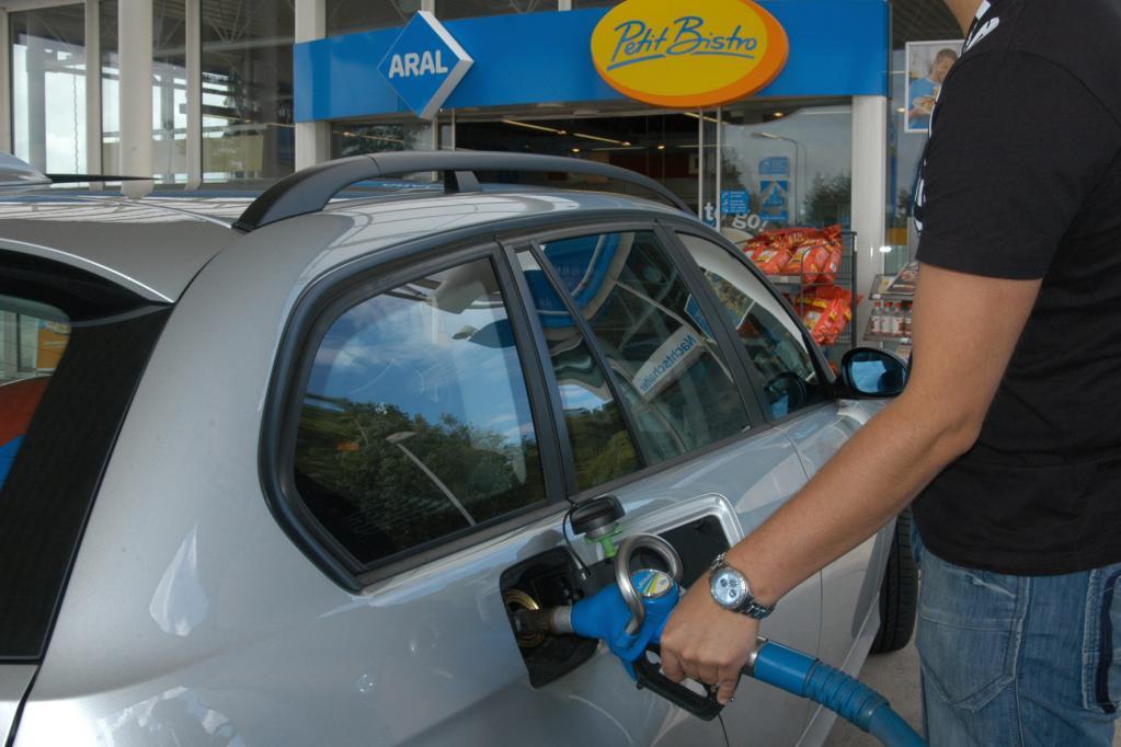 E10: Verunsicherte Kunden tanken lieber teures Super Plus