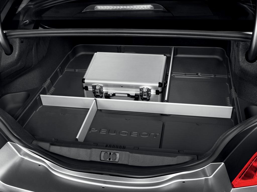 Einstellbare Kofferraumwanne für den Peugeot 508.