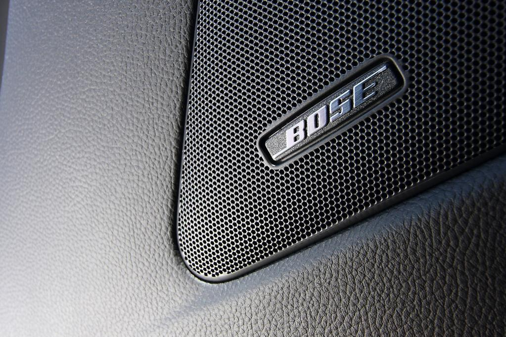 Für Musik sogt in Anbetracht dieses Motorsounds nicht nur die hochwertige 10-Lautsprecher-Musikanlage.