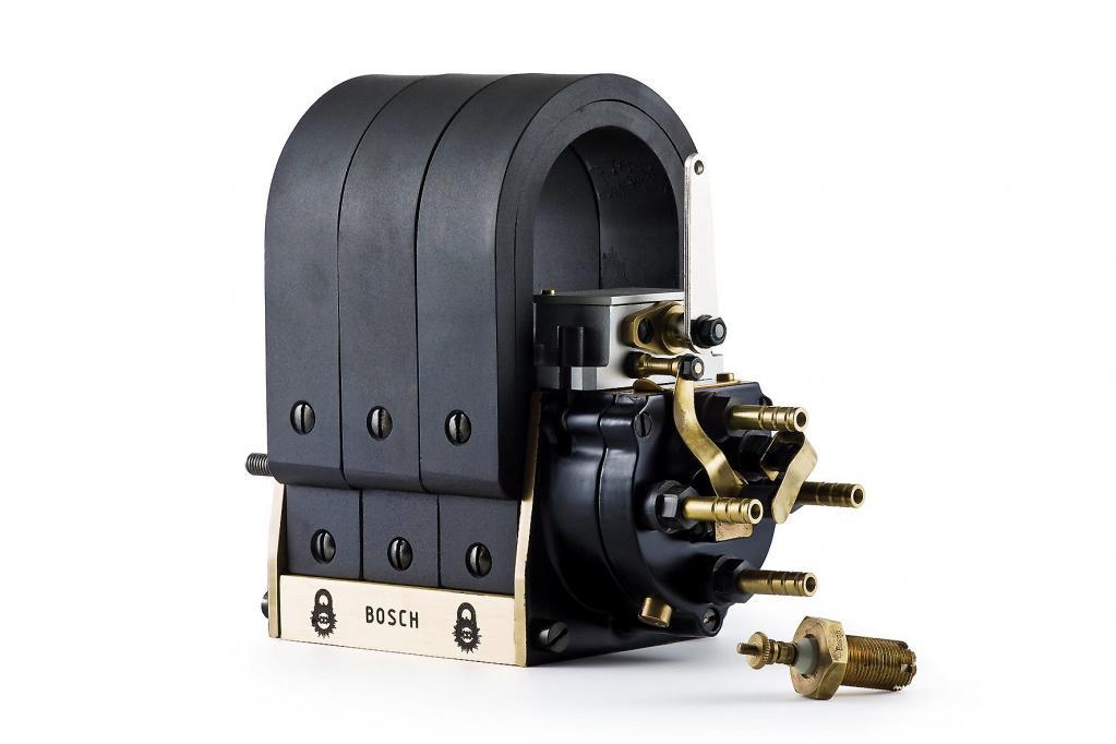 Im Jahre 1902 bringt Bosch die Hochspannungs-Magnetzündung mit Zündkerze auf den Markt.