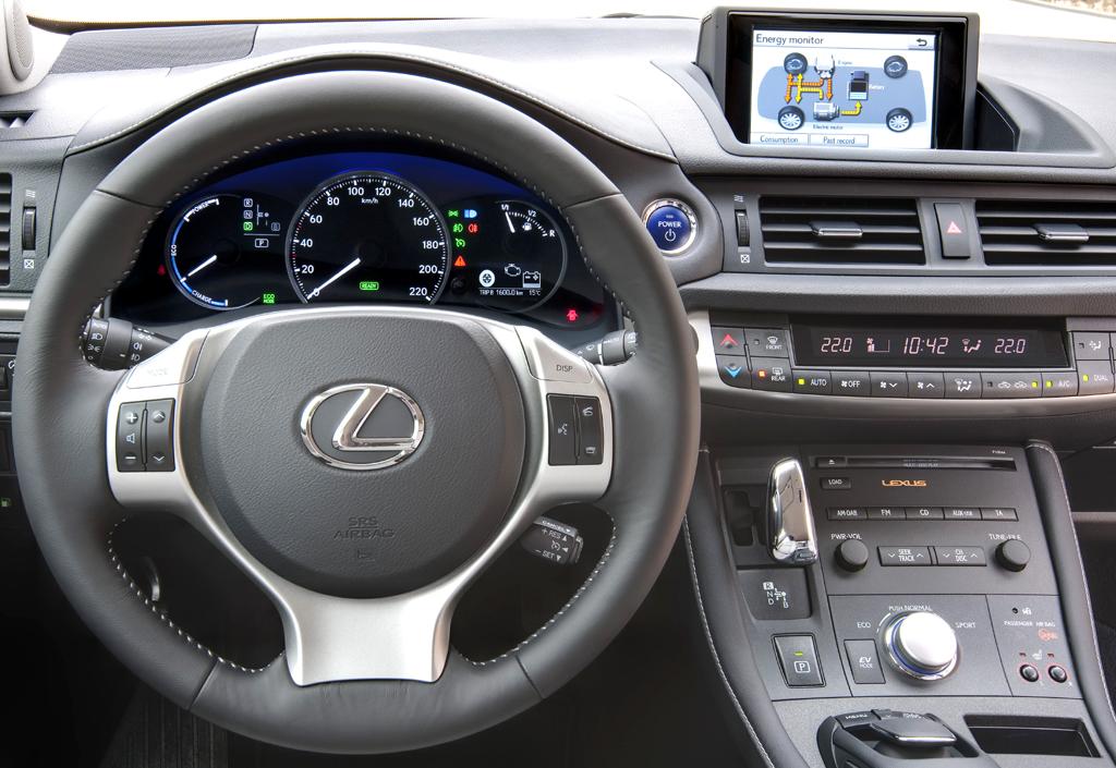 Lexus CT 200h: Blick ins Cockpit des Frontantrieblers.