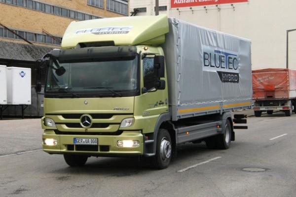 Mercedes-Benz Atego 1222 Hybrid: Mit Bremsenergie beschleunigen
