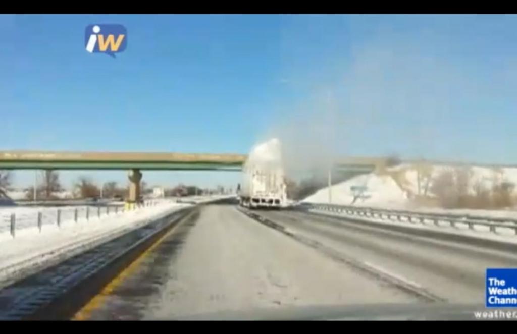 Schneegestöber - Warum man den Schnee doch besser vom Autodach entfernen sollte